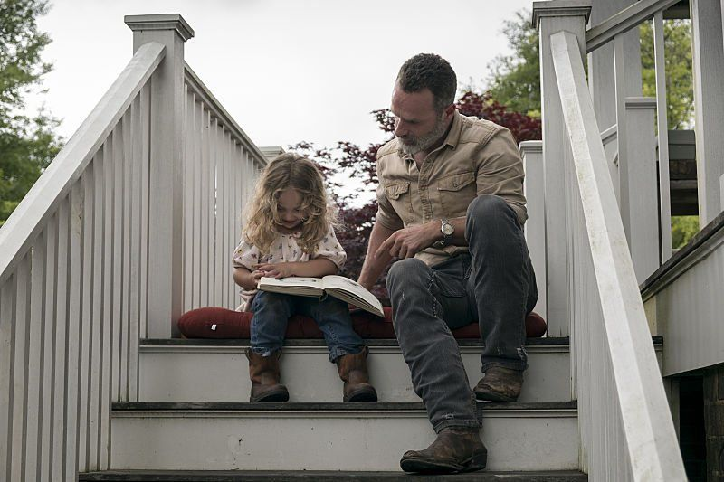 Rick y Judith, en el episodio 9x03 de The Wlking Dead