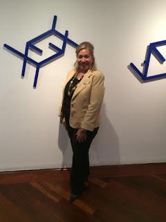 La presente es para presentarme a ustedes, como Asesor Inmobiliario - Certificada en Century 21 Venezuela, mi casa, mi líder y mentor...