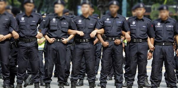 http://www.mejapoker88.info/2018/06/hukuman-penjara-dan-cambuk-untuk-polisi.html