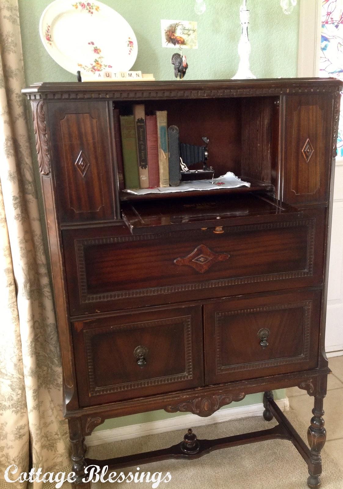 Vintage Radio Cabinets 104