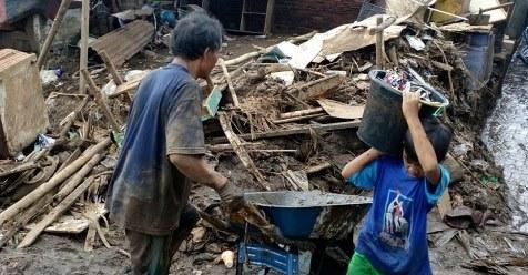 Ini Teguran Basarnas Terhadap Masyarakat Yang Selfie Di Lokasi Banjir Bandang Garut