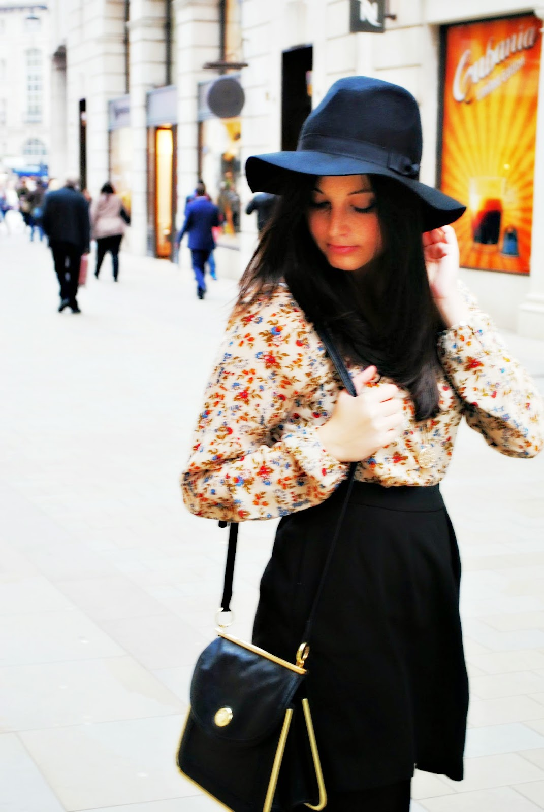 Stradivarius boho vintage blouse fashion shoot at the busy streets of london