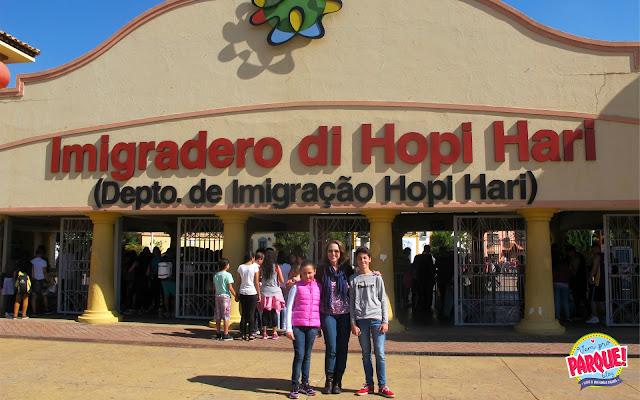 A famosa entrada do Hopi Hari, depto. de imigração!