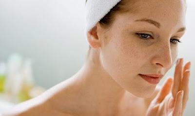 cara mengecilkan pori-pori kulit wajah dengan masker putih telur dan alpukat