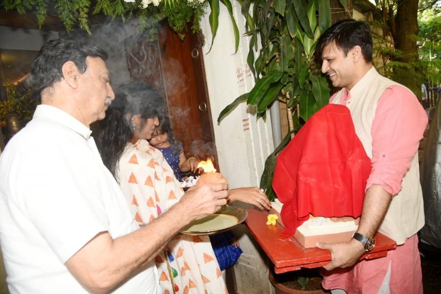 Vivek Oberoi Welcome Lord Ganesha