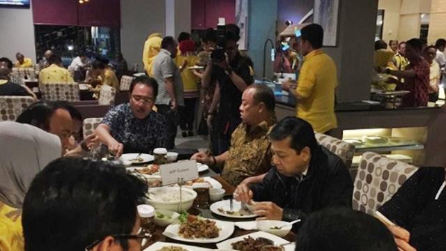 Izin Pergi Berobat, Papa Setnov Kepergok di Restoran Padang