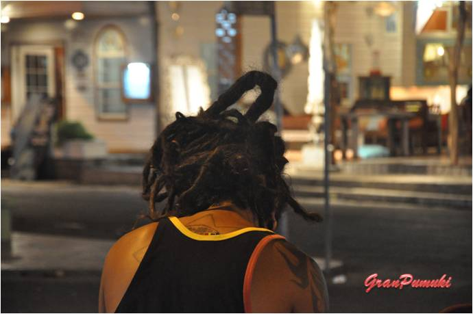 Las rastas son habituales entre los jóvenes de Bocas del Toro. En Blog de Viajes, Bocas del Toro con niños