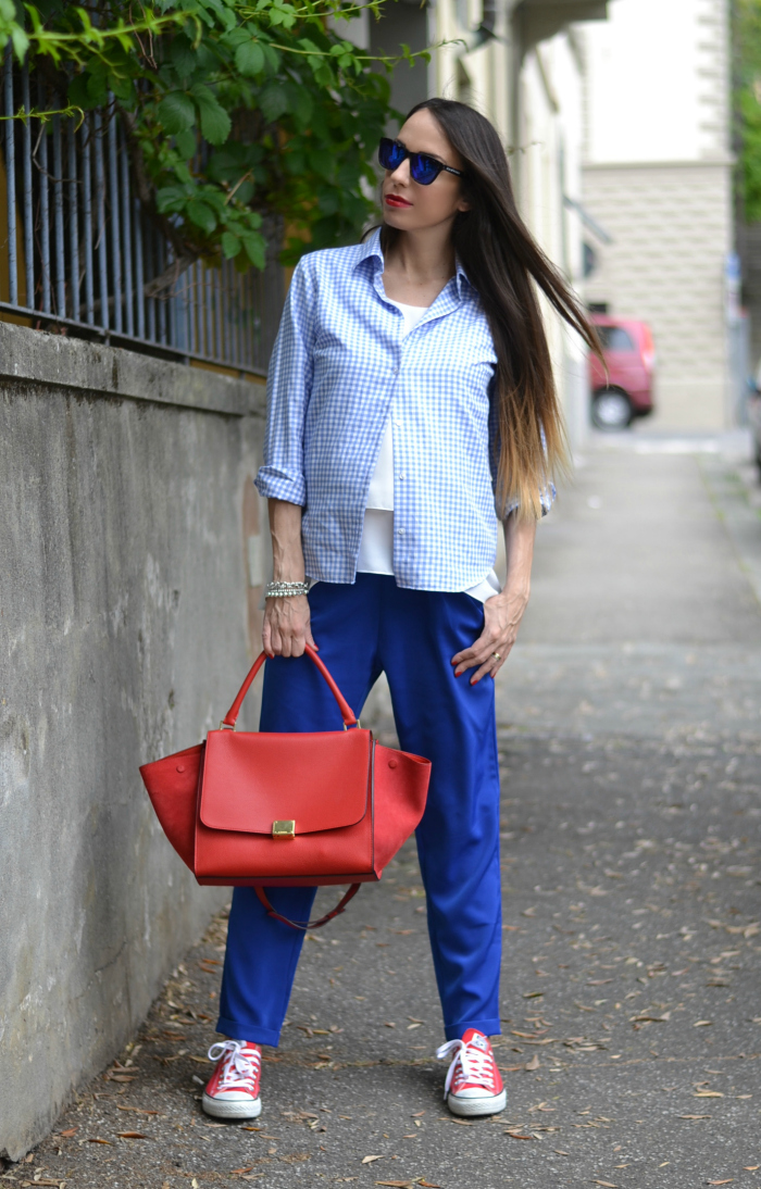 pantaloni blu elettrico