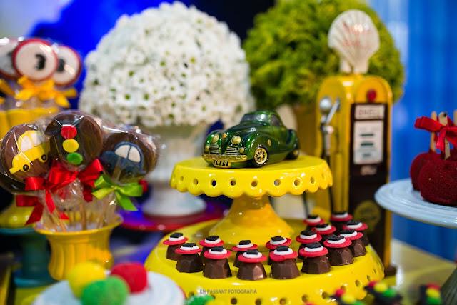 pirulitos de chocolate e trufas carros vintage