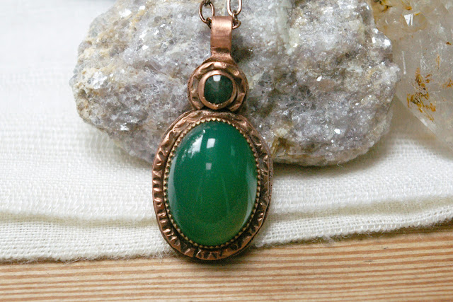 https://www.etsy.com/ca/listing/692174569/green-chalcedony-natural-emerald-hand