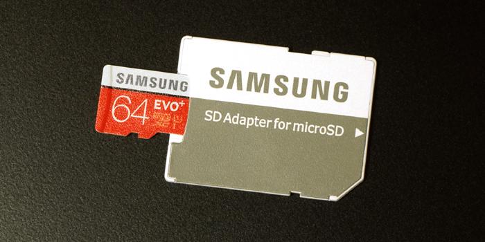 SDカードとしても使用可能になる「SD変換アダプタ」が付属する