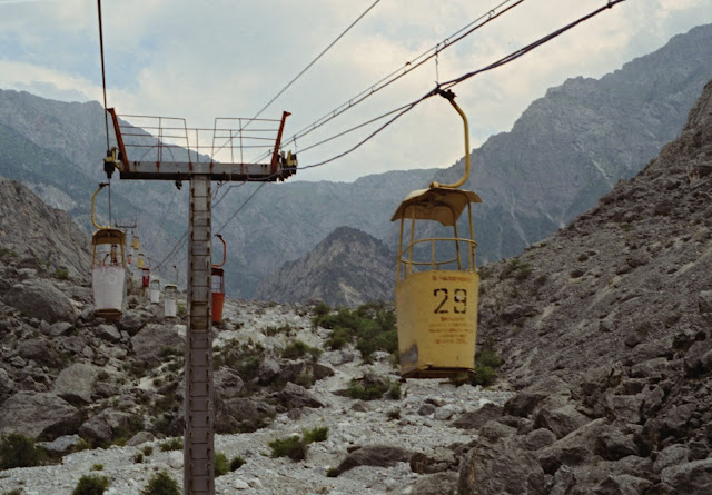 Ouzbékistan, Chakhimardan, téléphérique, © L. Gigout, 1999
