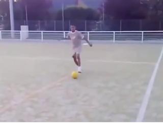 فيديو نادر لمهارات رياض محرز في سنة 2008 وكان يبلغ من العمر 17 عاماً