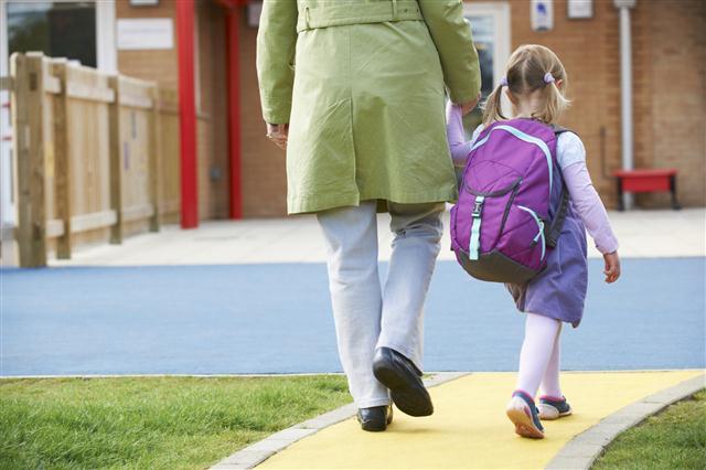 Solusi-Cara-Mengatasi-Rasa-Takut-Masuk-Sekolah-Pada-Anak-baruada