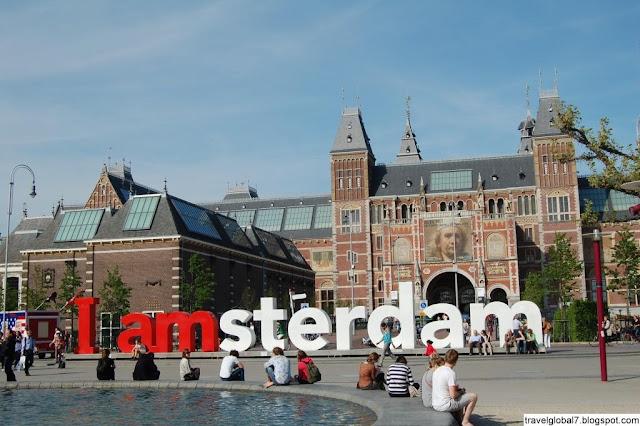 Площадь в музейном квартале Амстердама