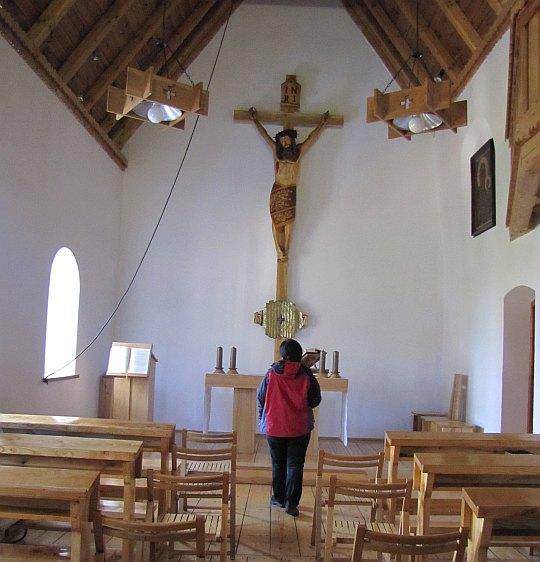Kaplica pod wezwaniem Matki Boskiej Nieustającej Pomocy.