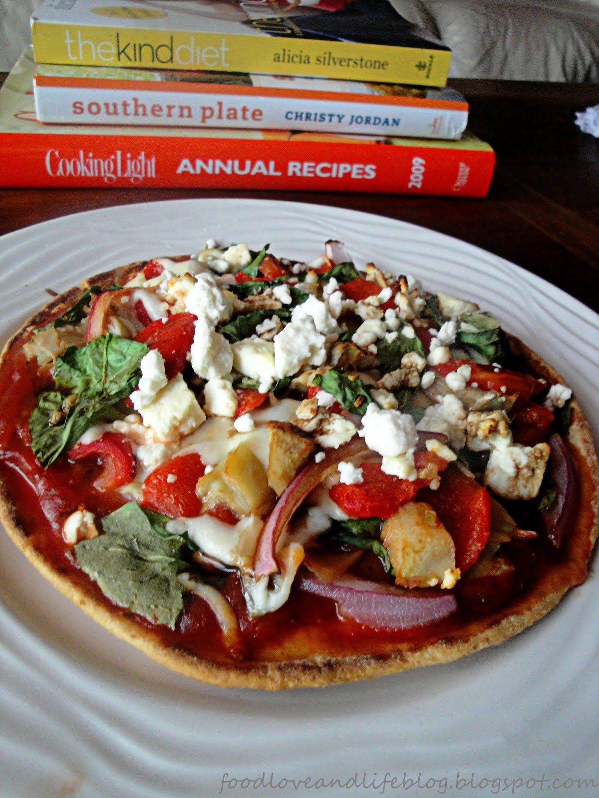 Food, Love, & Life: {recipe} kitchen sink pita pizza