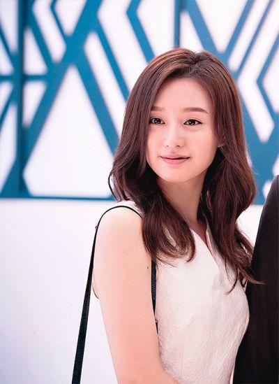 kim ji won long brown hairstyle