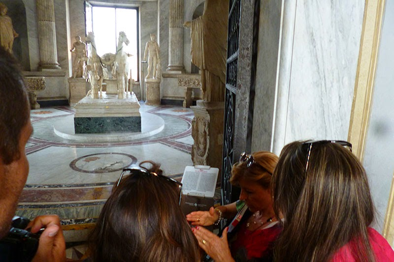 Carroças e cópias de escultura gregas