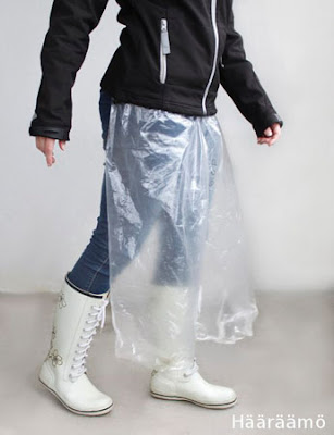 Sade-essu pyöräilijälle isosta muovipussista