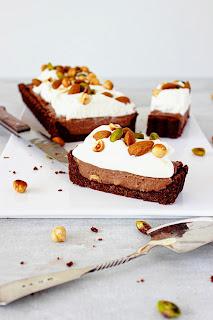 Chocolade-crèmetaart met noten