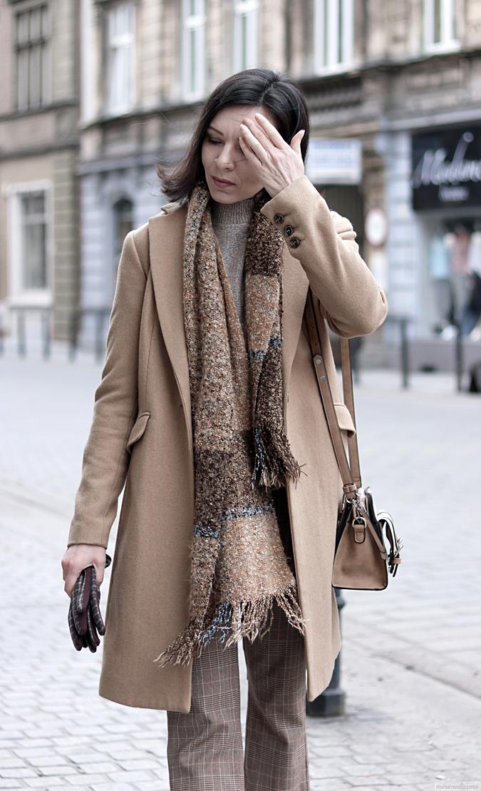 płaszcz beżowy z zary