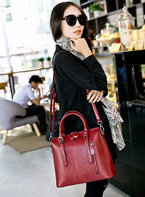 Women's Larger Leather Shoulder Bag