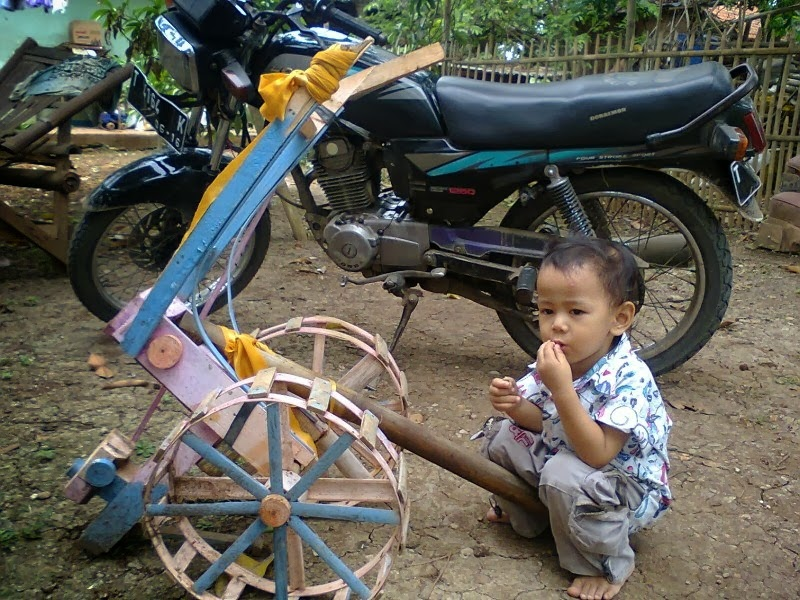 Traktor mainan