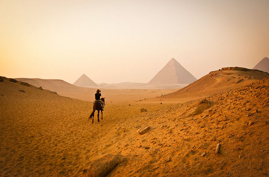 Travel Expectations Vs Reality (20+ Pics) - Visiting Pyramids Of Giza In Cairo, Egypt