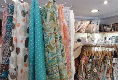 Fulares variados y de seda natural, frescos y ligeros para verano