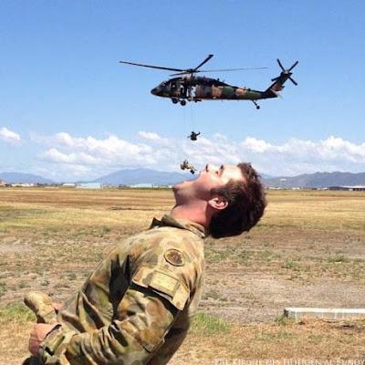Spassbilder Soldaten beim Essen lustig - witzige Bilder
