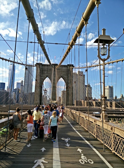 Spaziergang über die Brooklyn Bridge in New York City!