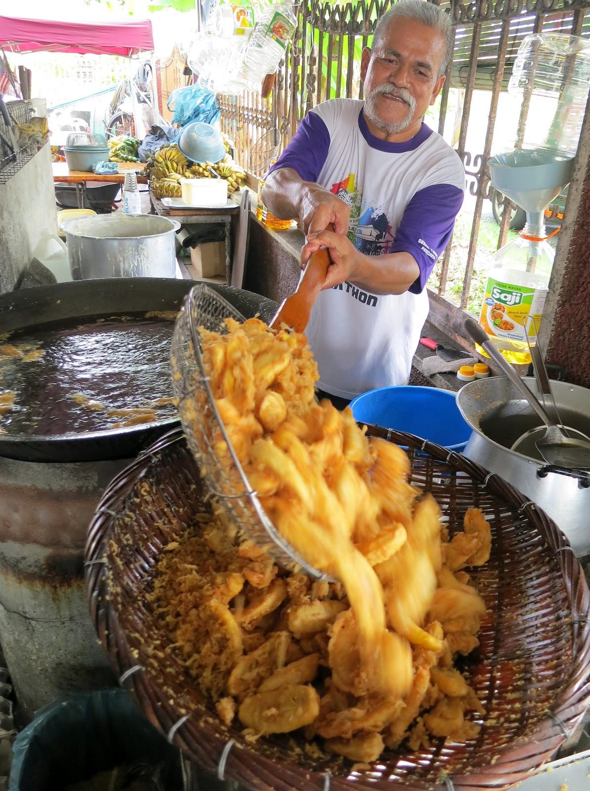 Food We Love - Pisang Goreng (Fried Bananas)  Johor Kaki Travels for Food
