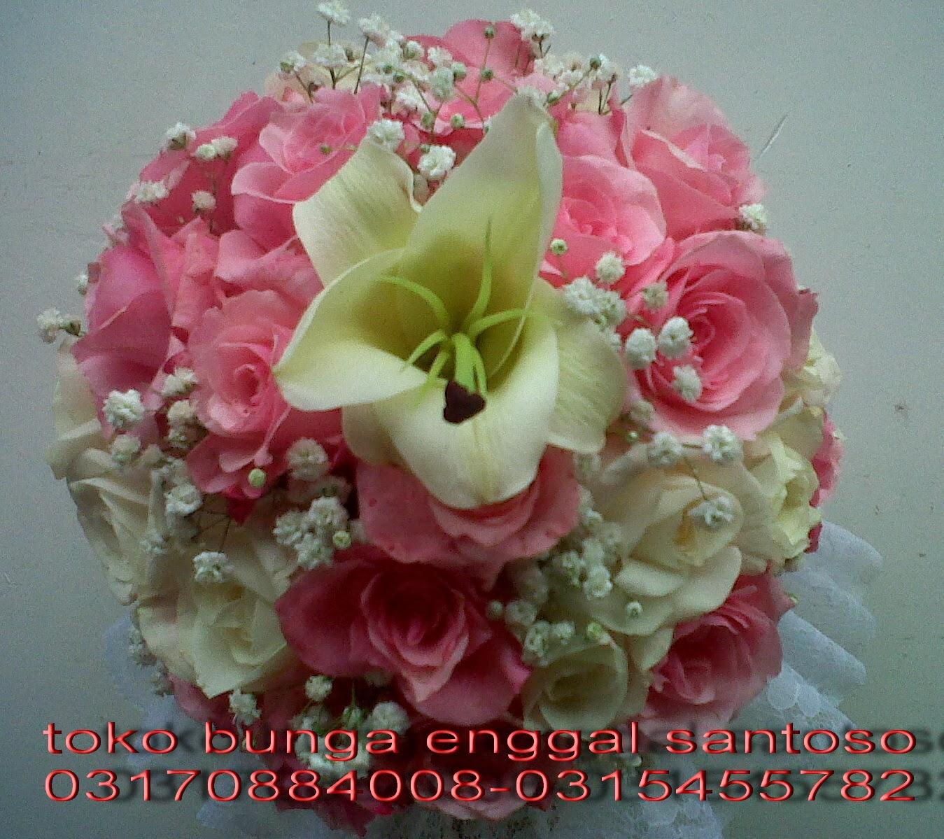 hand bouquet mawar pink, mawar putih dan bunga lily