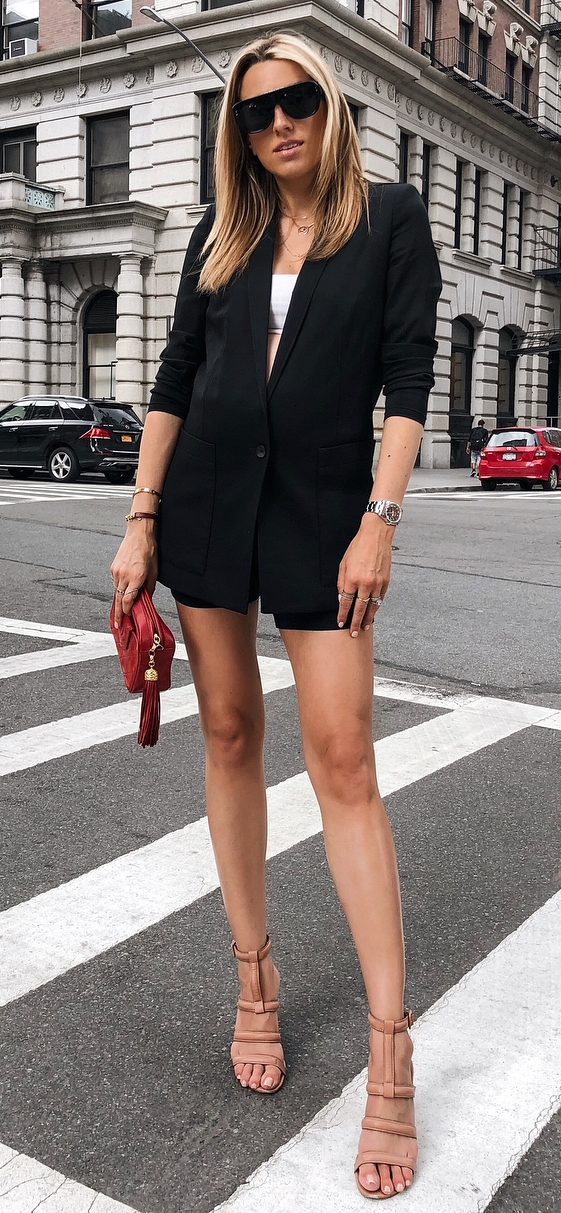 office outfit inspiration / red bag + heels + black suit + white top