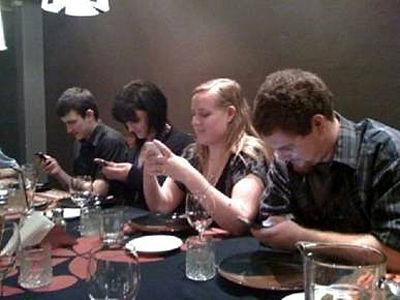 No restaurante com amigos