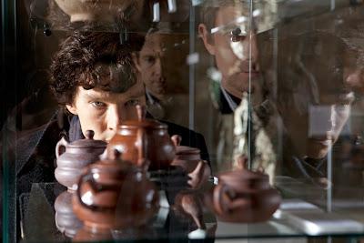 Em O Banqueiro Cego, o investigador e seu parceiro, Watson, procuram pela gangue Lótus Negro antes que apareça mais uma vítima. A série vai ao ar nesta sexta-feira (20/5), às 22h - Divulgação