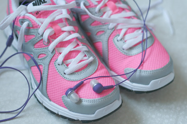 Gym-playlist-workout-running-music-ipod-pink-trainers-nike