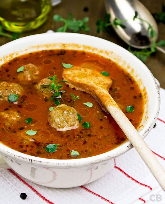 Recept Verse tomatensoep met tuinkruiden en gehaktballetjes