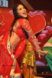Bollywood Actress Model Sunny Leone Dance Performance in Red Half Saree at Rogue Audio Launch 13 March 2017  0119.jpg