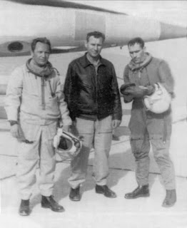 Piloti del 63° distaccamento: al centro il colonnello Bezhevets.