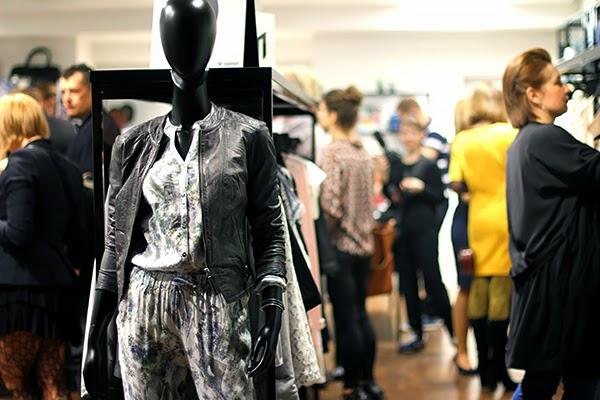 black mannequin