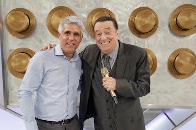 Pastor Claudio Duarte e Raul Gil  (Crédito: Rodrigo Belentani/SBT)
