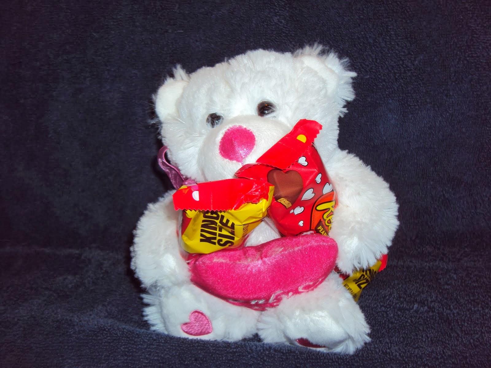 Cute teddy bears with hearts   Nice Pics Gallery