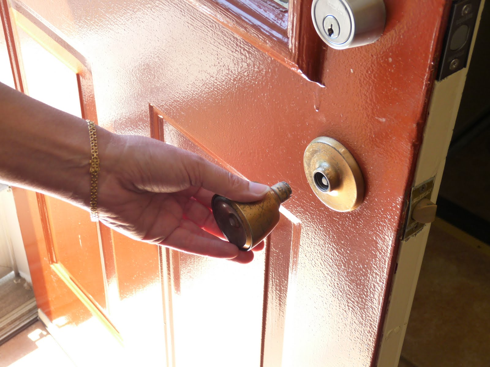How to Replace a Door Knob