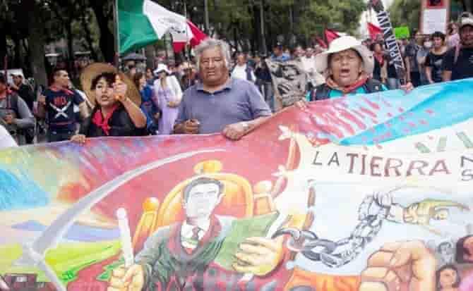 Manifestantes, pancartas, cdmx