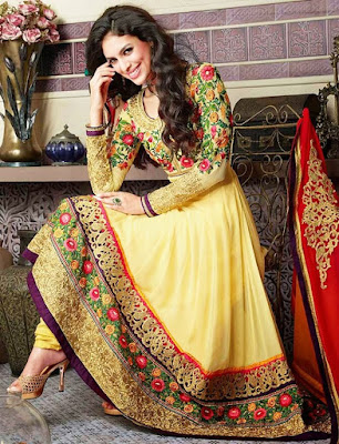 This bridal mehndi dress is elegance grace, personified and versatility.