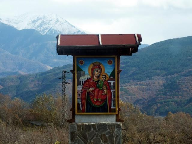 Icono religioso por las carreteras de Bulgaria