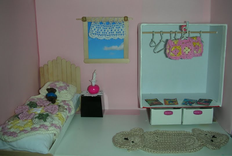 le petit monde de line la chambre de may. Black Bedroom Furniture Sets. Home Design Ideas