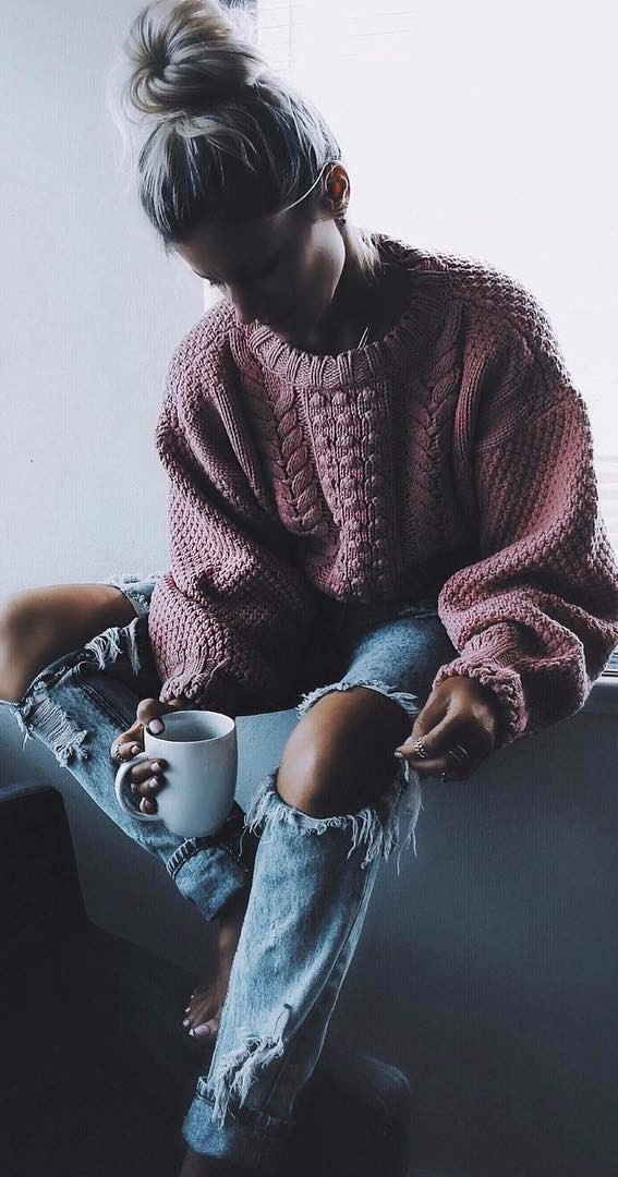 cozy Sunday: oversize knits + rips